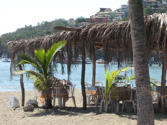A beachside restaurant in Zihuatanejo