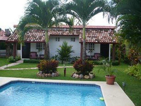 Villa Botero By Casa Mojito: Rooms and pool area