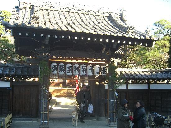 Ikegami Hommon-ji Temple: 大坊。分院の一つ。日蓮和尚がこの地で入滅しました。