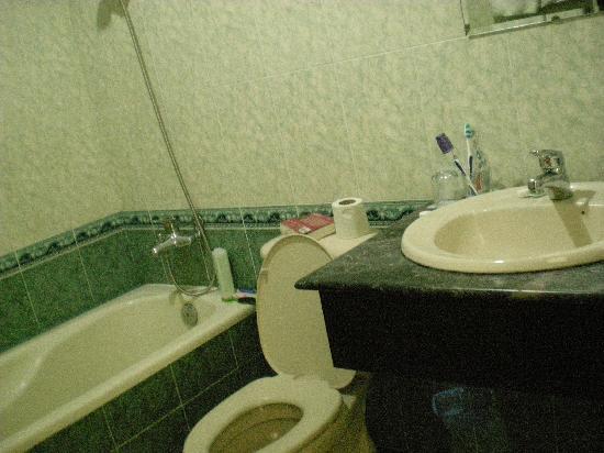 Hai Au Boutique hotel and spa: bathroom