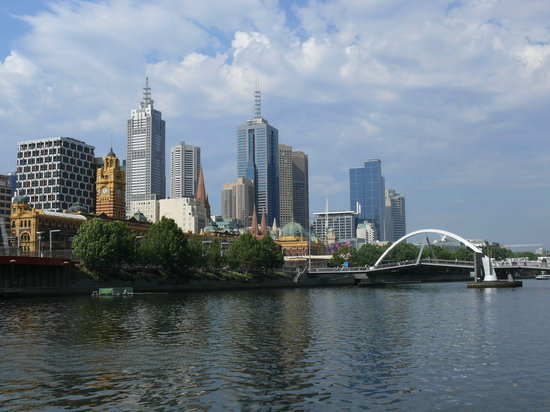‪ملبورن, أستراليا: Skyline of Melbourne from Yarra River‬