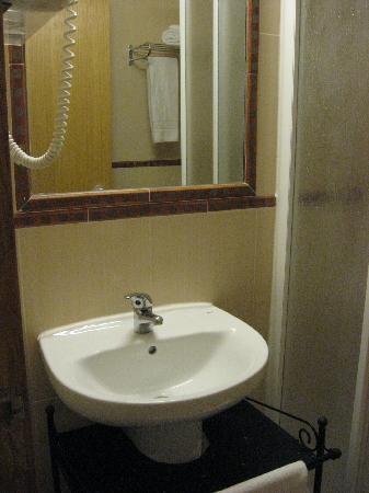 Grande Pensao Residencial Alcobia: dettaglio bagno