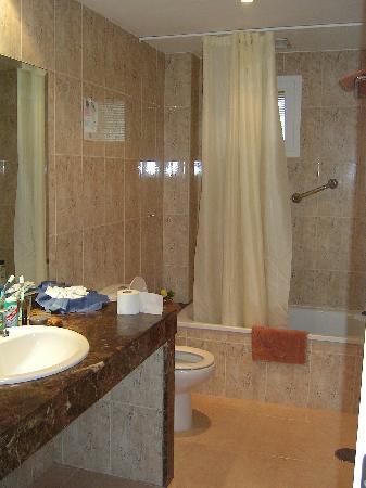 Hotel Arena : Good sized bathroom