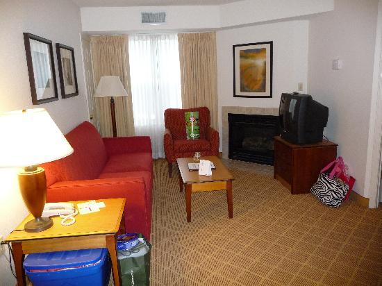 Residence Inn Boston Westford: livingroom