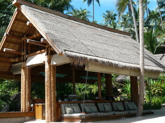 Four Seasons Resort Koh Samui Thailand : beach bar loungers