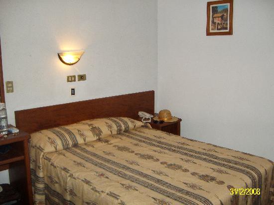 Hotel Rioja: Excelente ubicación, limpieza extrema, excelente precio, balcón con vista a Calle 5 de mayo