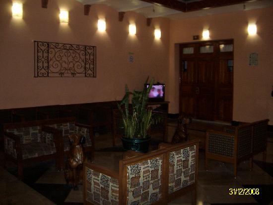 Hotel Rioja: Lobby muy cálido y servicio de internet por menos de dos dólares por hora