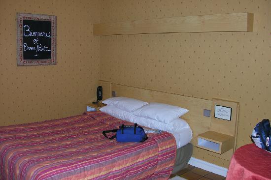 Hotel Monet: Chambre propre et accueillante
