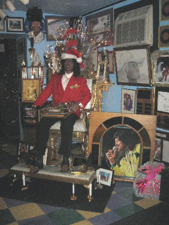 Mother-in-Law Lounge: Reproduction of Ernie K-Doe inside the lounge