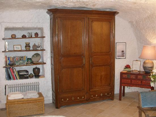 Le Paquerie: Armoire and other furnishing - main room