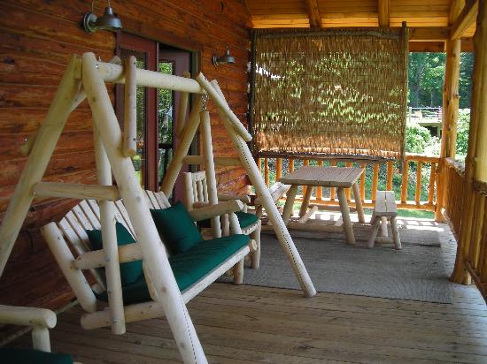 Beaver Lake View Resort: Porch