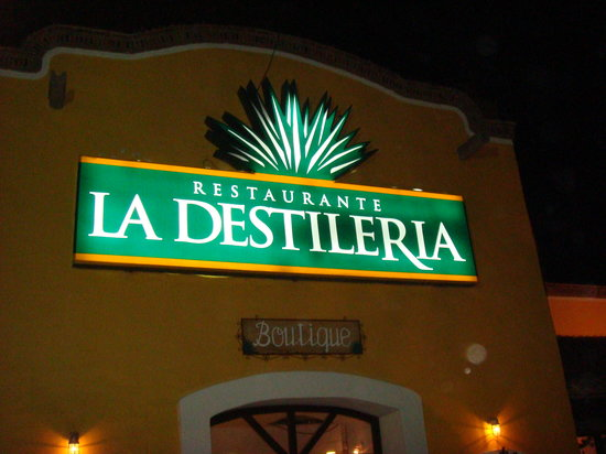 La Destileria: Place