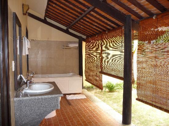 Dessole Sea Lion Beach Resort & Spa: Outdoor bathroom