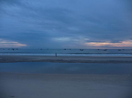 Dessole Sea Lion Beach Resort & Spa: sunrise