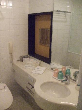 JR Tower Hotel Nikko Sapporo: Spacious bathroom.