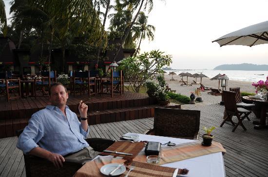 Amata Resort and Spa : Enjoying a pre-dinner cigar at the Amata during sunset