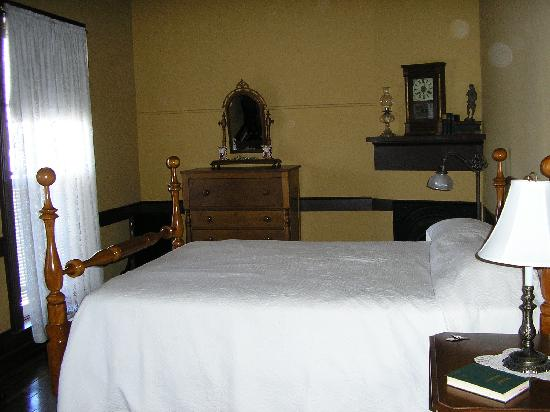Shaker Tavern Bed and Breakfast: Bedroom