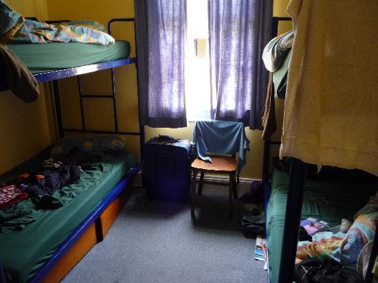 Bondi Beachouse YHA: Room