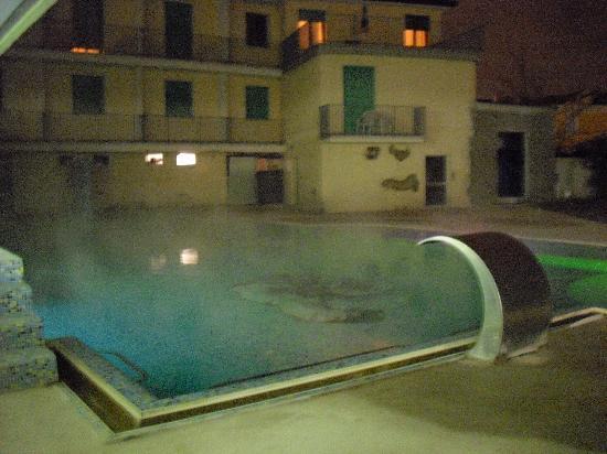Piscina termale esterna foto di palace hotel meggiorato for Abano terme piscine