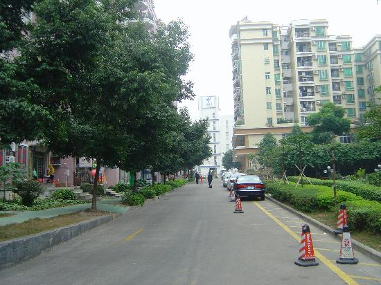 Saibao Apartment Hotel : Road from apartment to main street