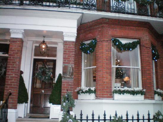 Egerton House Hotel: The front entrance during Christmas