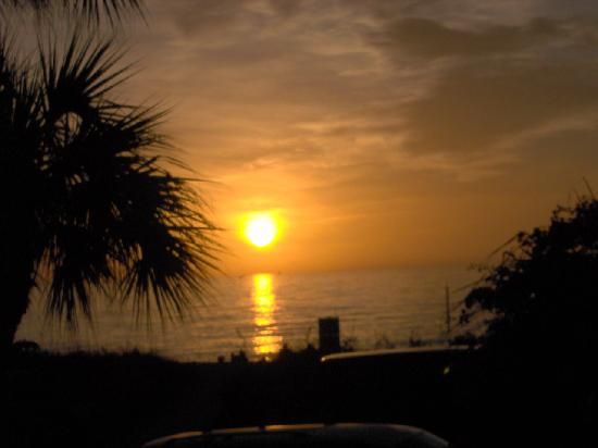 Beach Croft Motel: What a wonderfull Sunset~