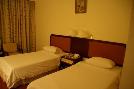 Hotel Shangri-La Kota Kinabalu: 部屋のベッド