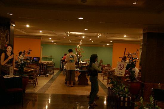 Hotel Shangri-La Kota Kinabalu: 朝食のビュッフェ