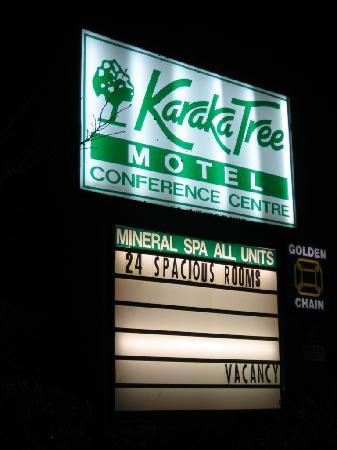 Karaka Tree Motel: signboard