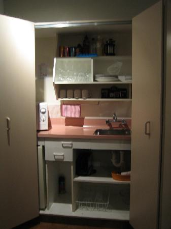 Karaka Tree Motel: kitchenette(hidden)