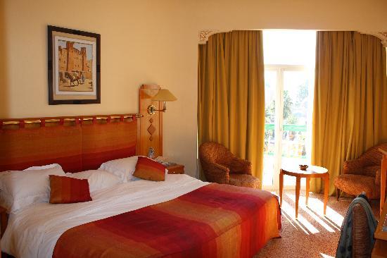 Es Saadi Marrakech Resort - Hotel: notre chambre. au 3ème. vue piscine et atlas