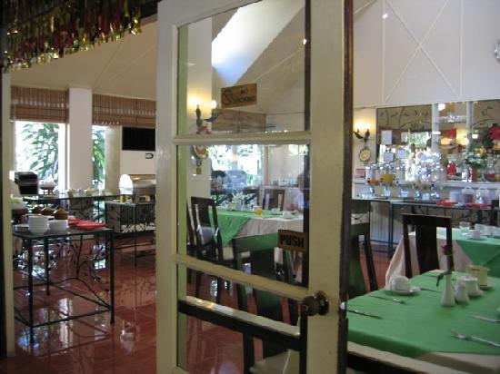 Eurasia Chiang Mai Hotel: Cafe area