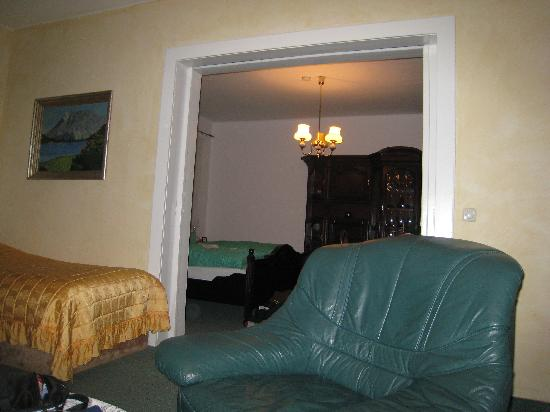 Pension Wegerich: livingroom looking into bedroom