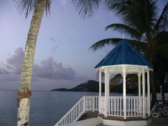 Villa Beach Cottages : the gazebo