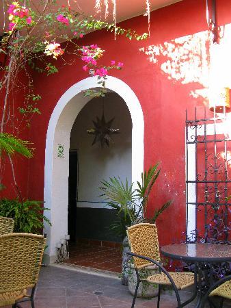 Hotel Julamis: Courtyard to eat Breakfast