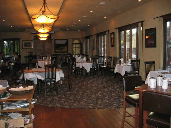 Swan River Inn : interior