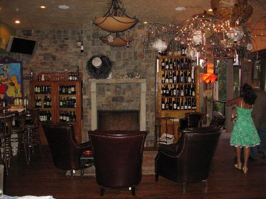 Swan River Inn : fireplace and wine bar area