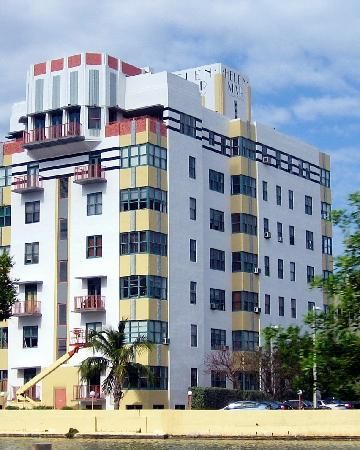 Helen Mar Apartment Building (Art Moderne) - Picture of Miami Beach ...