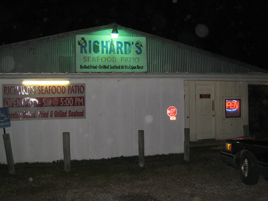 Richard's Seafood Patio: Richard's Seafood - note hours on sign