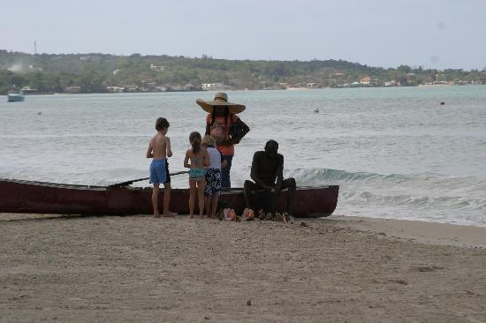 Nirvana on the Beach: kids and myrna greeting Taxi