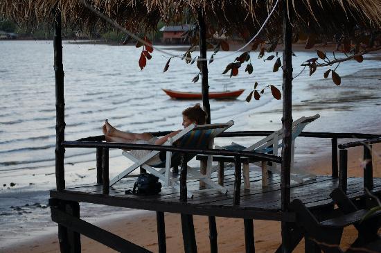 Amber Sands Beach Resort: the sala beside the restaurant