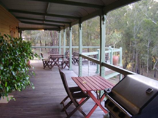 Hunter Valley Bed & Breakfast: VERANDAH OFF THE GUEST ROOMS