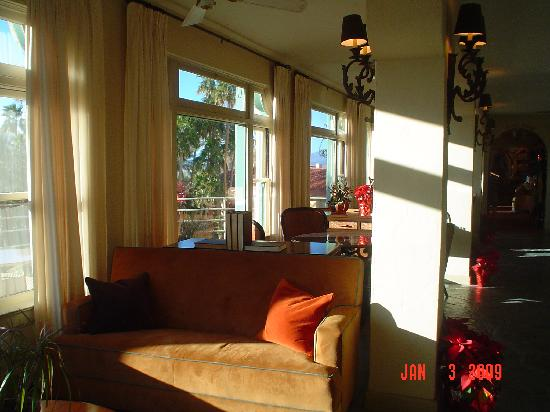The Inn at Furnace Creek Dining Room : pay a visit even if you don't live here nor dine here