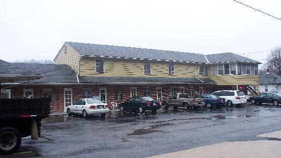 Berkeley Springs Motel: Front Renovated