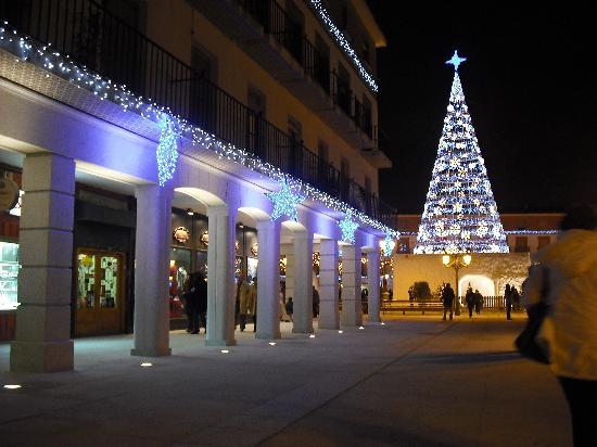 Torrejon De Ardoz, Spanien: Plaza Mayor en Navidades