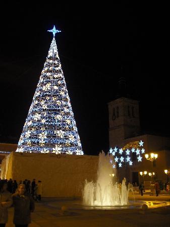 Torrejón de Ardoz, España: Nueva Plaza Mayor tamien en Navidades