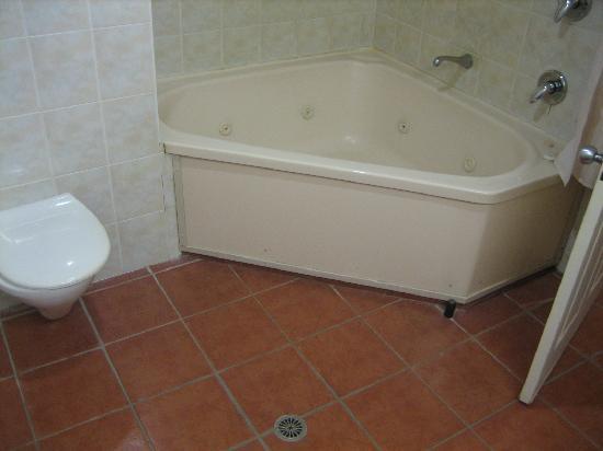 Rydges Rotorua: bath 1