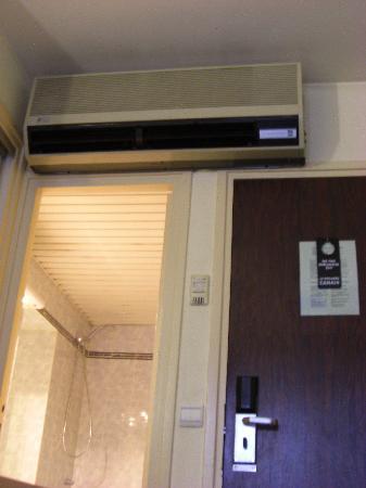 Hotel Terminus Montparnasse : Viel zu laut