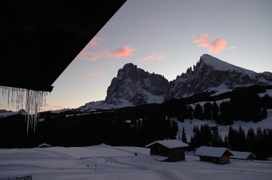 Hotel Saltria - true alpine living: Tramonto dalla finestra della camera Aple