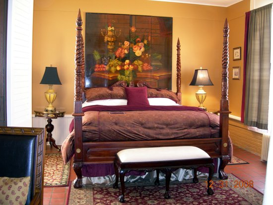 1890 Williams House Inn: The comfortable bed